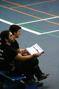 Observation par les entraîneurs.