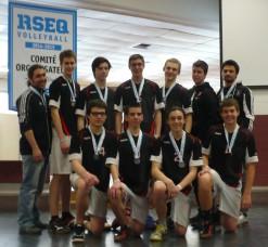 Équipe argentée, cadette masculine, pour le tournoi provincial scolaire. WOW!
